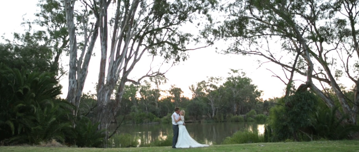 wedding photo along the Yarra River at Perricoota Station