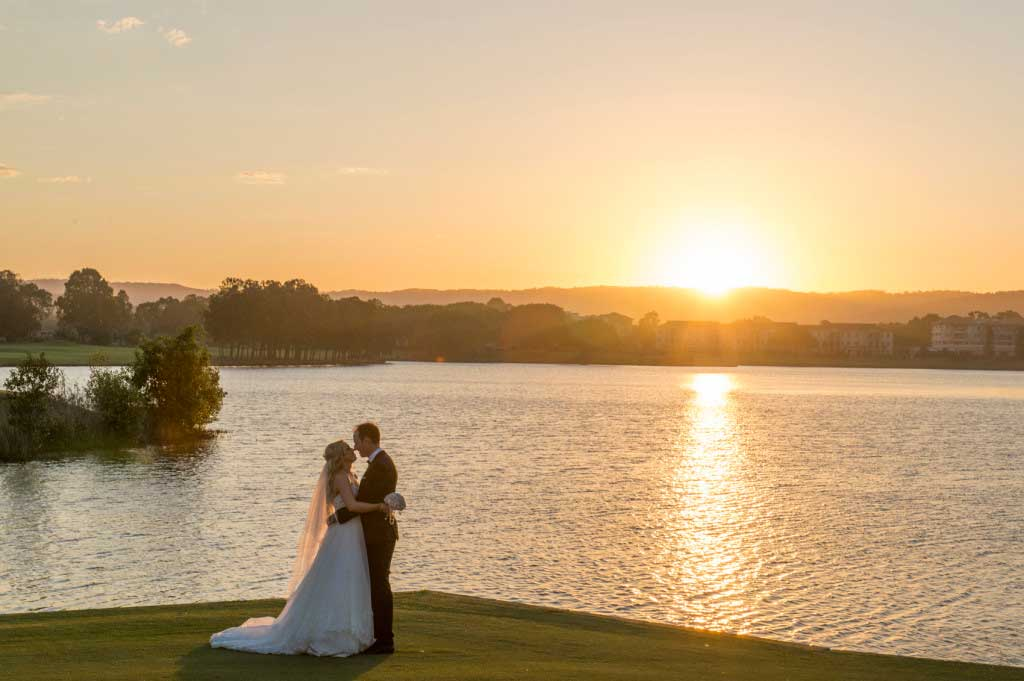 links hope island sunset wedding photo