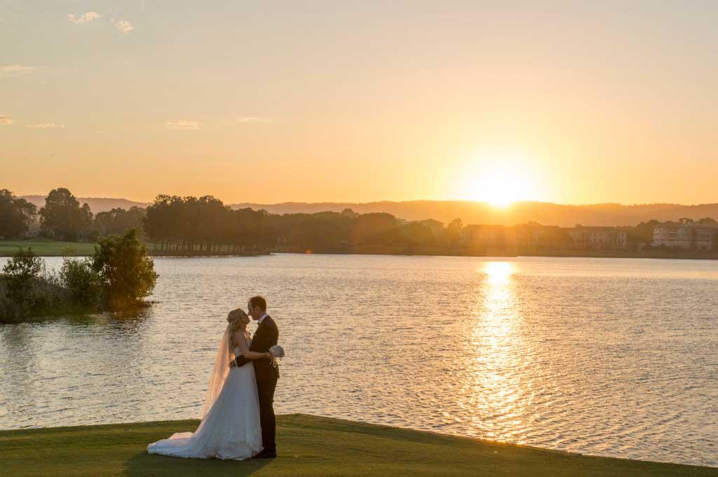 links hope island sunset wedding photo