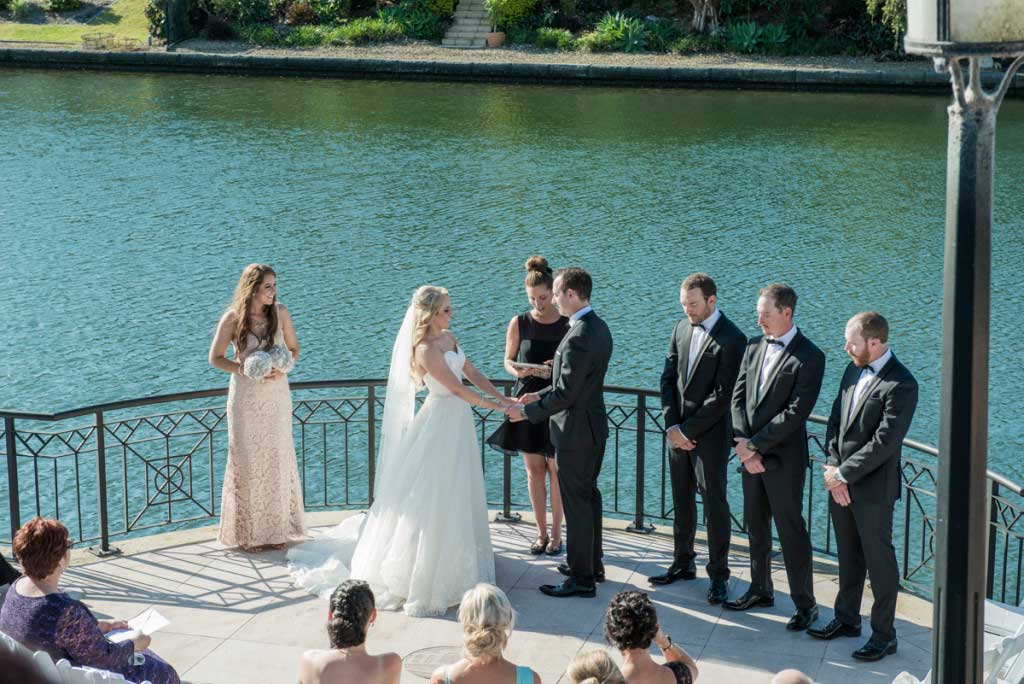 links hope island wedding ceremony photo