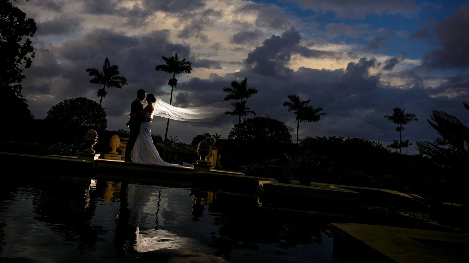 wedding photo at the reflection pool at the Intercontinental in Sanctuary Cove